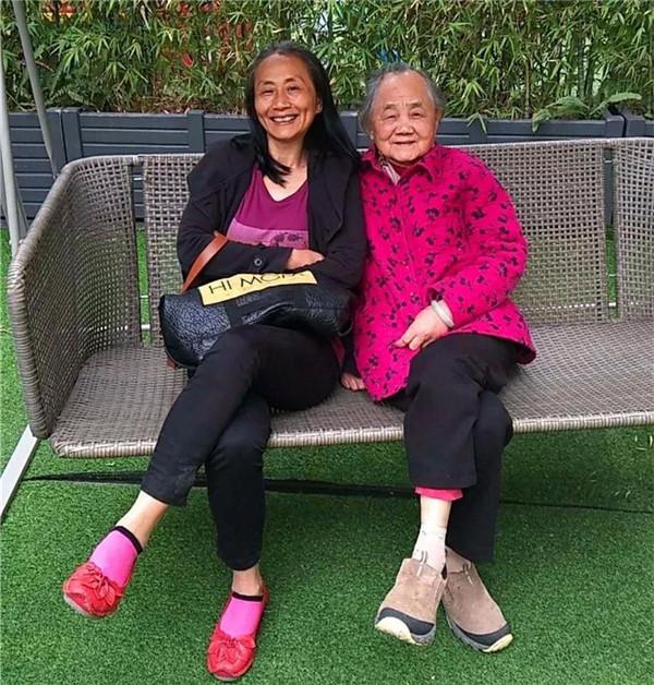 周奶奶女儿来院看望周奶奶