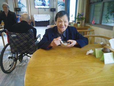 一暄康养医护团队,4次将患有脑梗后遗症的钟奶奶从鬼门关救了回来!