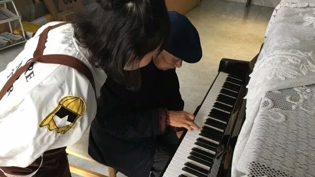 你知道弹钢琴可以预防老年痴呆吗?