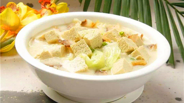 成都服务好的养老院一暄康养教大家制作白菜炖冻豆腐2
