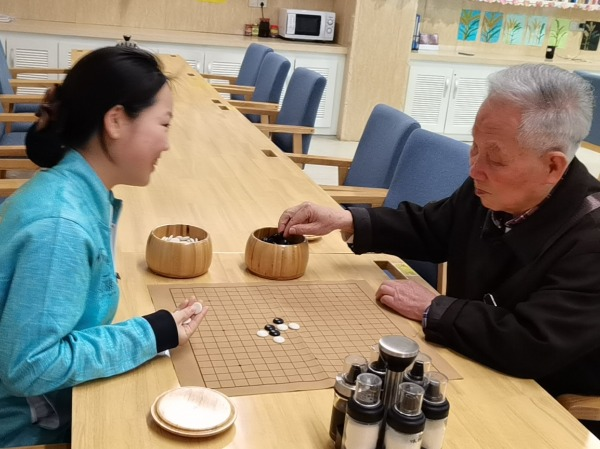 下棋的高爷爷