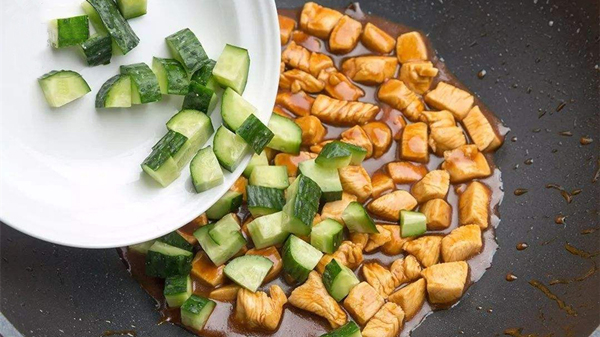 鸡胸肉怎么吃更美味,成都养老院告诉你(二)-小炒黄瓜鸡丁1