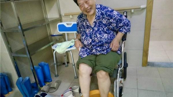 成都养老院一暄康养养生经验分享:热水泡脚,对心脏好