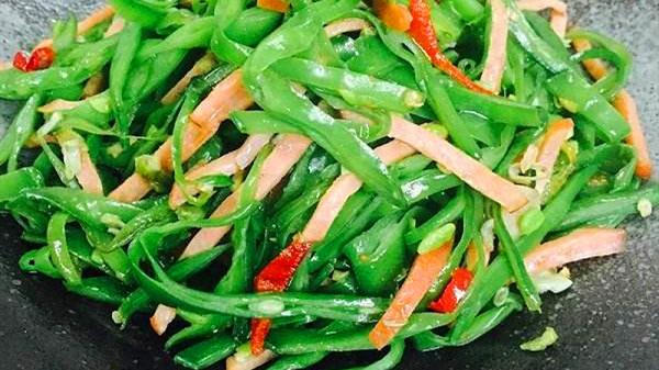 成都养老院一暄康养分享炒扁豆防中毒的小窍门-炒扁豆