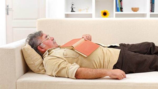 成都养老院一暄康养提醒您:午睡别趴着,伤眼又伤颈(一)2