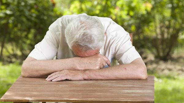 成都好的养老院一暄康养提醒您:午睡别趴着,伤眼又伤颈(一)