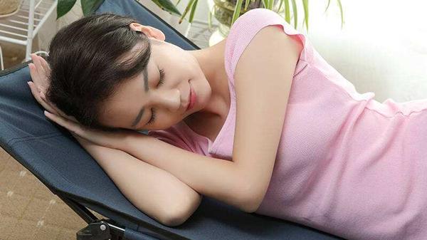 成都养老院一暄康养提醒您:午睡别趴着,伤眼又伤颈(一)1