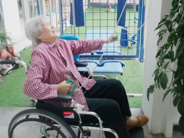 一暄康养范奶奶的坚持