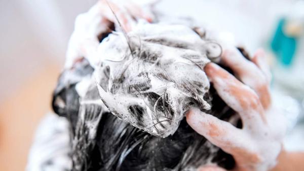 预防头发变白的方法,成都养老院一暄康养为您分享(二)-洗发