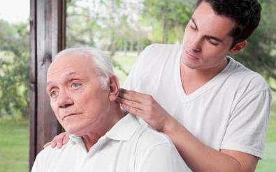 老年人要常按摩头皮