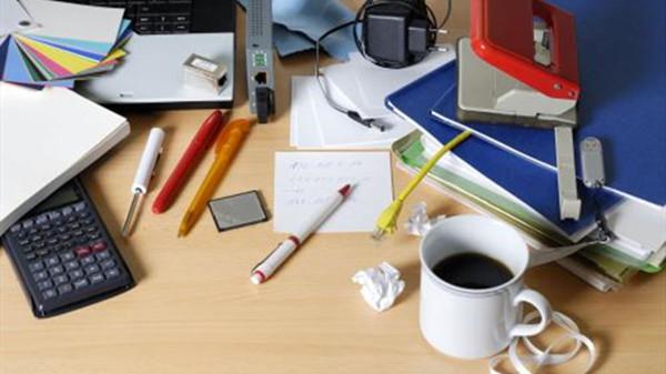 成都好的养老院一暄康养提醒莫名其妙感觉累的原因(三)-办公桌凌乱1