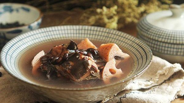 成都养老院经验分享:黑豆养生食谱——黑豆莲藕鸡汤