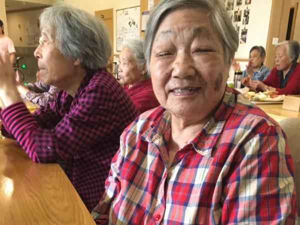 中秋节开心的奶奶