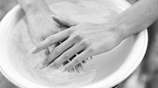 成都养老院-一暄康养解答偏头痛怎么办-热水泡水