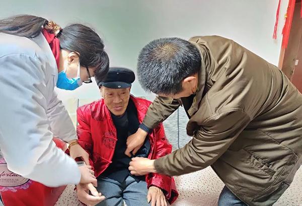 看望慰问百岁老人丨一暄康养践行公益一直在路上5
