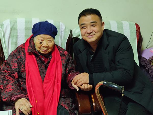 看望慰问百岁老人丨一暄康养践行公益一直在路上10