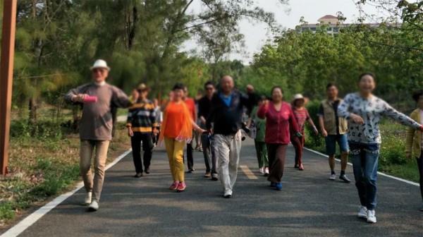 成都金牛区中海国际附近的高端养老机构一暄康养分享走路的注意事项 (8)