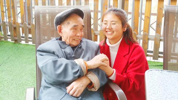 为什么和老年人沟通会很困难?一暄康养表示原因可能是这四点