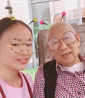成都养老院|开心温暖的一暄康养|照护师王玉玲与刘爷爷