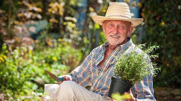 一暄康养经验分享——种花种草对维持老年人身心健康好处多