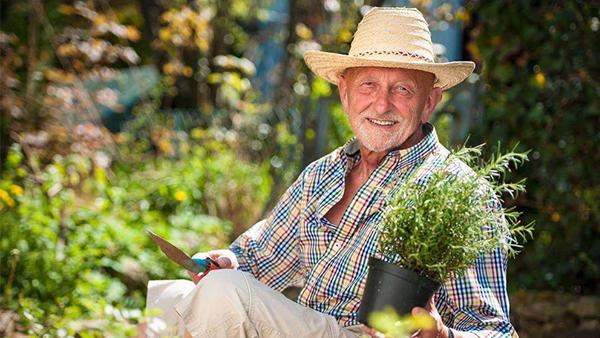 成都高端养老院一暄康养经验分享——种花种草对维持老年人身心健康好处多-插图2