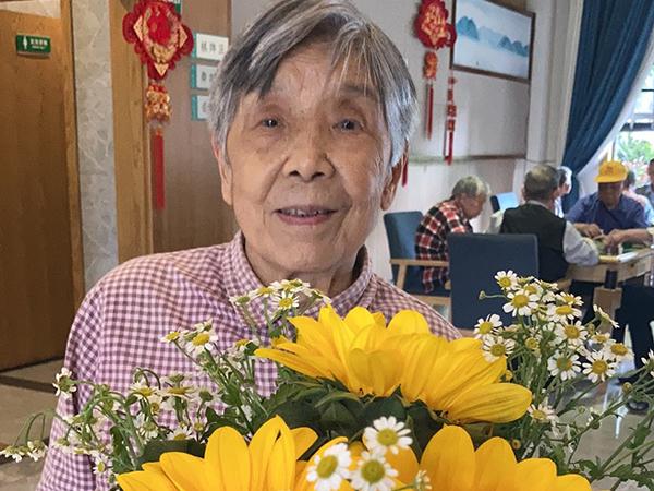 鲜花与奶奶