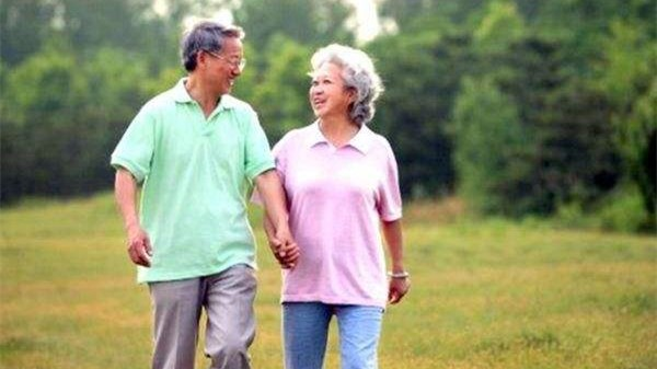 成都金牛区中海国际附近的高端养老机构一暄康养分享走路的注意事项 (6)