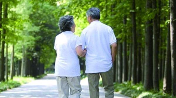 成都金牛区中海国际附近的高端养老机构一暄康养分享走路的注意事项 (1)