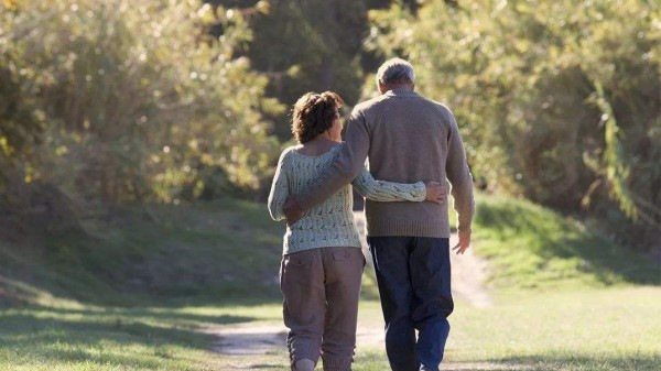 成都金牛区中海国际附近的高端养老机构一暄康养分享走路的注意事项 (2)