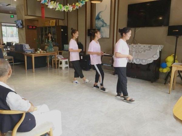 成都养老院|一暄康养为庆祝建党97周年举办红歌会|彝族舞蹈