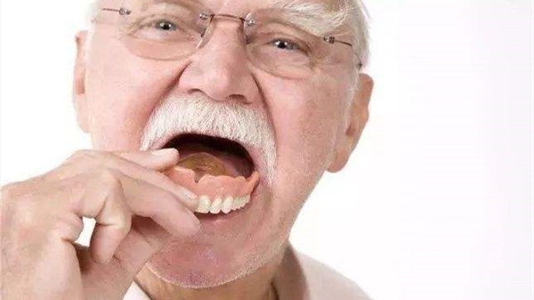 牙齿残根危害大,成都养老院一暄康养告诫大家早处理(三)2