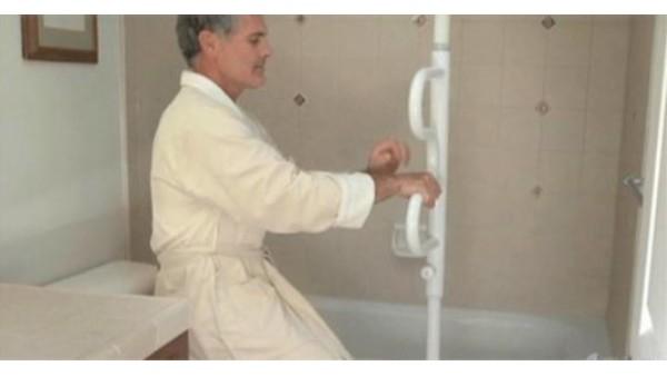 老人冬季洗澡讲究多,一暄康养有一套(三)