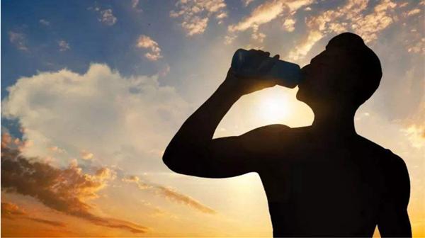 成都养老院一暄康养提醒身体这些部位夏天最怕6种事(一)-夏季喝水最怕快