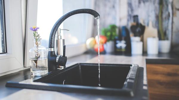 成都金牛区养老院一暄康养提醒女性晨起保健禁忌喝的水(4)-自来水1
