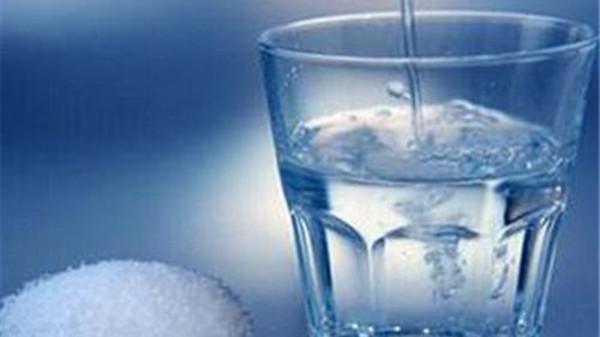 成都金牛区养老院一暄康养提醒女性晨起保健禁忌喝的水(2)-盐水2