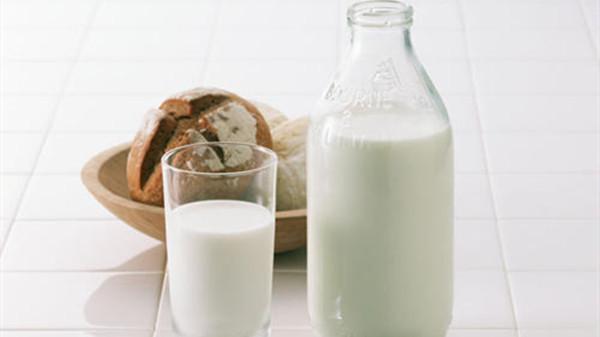 成都金牛区养老院一暄康养带您了解喝牛奶的十大误区(1)-牛奶2