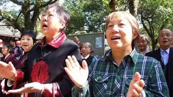 成都金牛区养老院告诉您大声唱歌对老年人的好处1