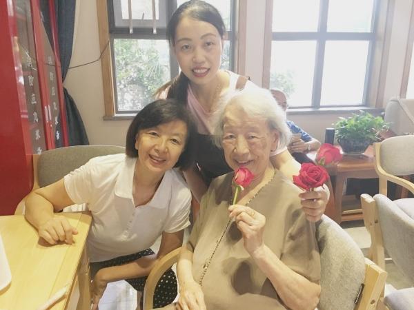 开心的大王奶奶