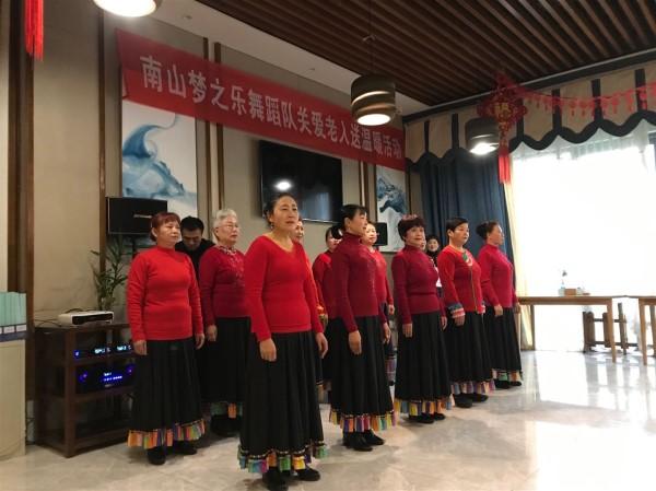 南山梦之乐舞蹈队关爱老人送温暖活动在成都养老院一暄康养举行 (4)