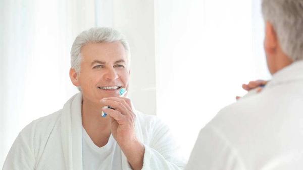 成都金牛区养老院一暄康养告诉长者想防肠梗阻必先护牙-刷牙