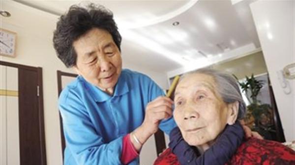 成都养老院一暄康养分享老人梳头的好处(一)2