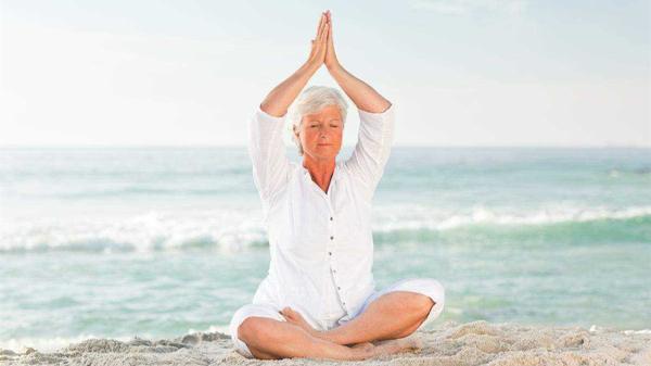 成都养老院一暄康养推荐适合老年人的运动-老年瑜伽