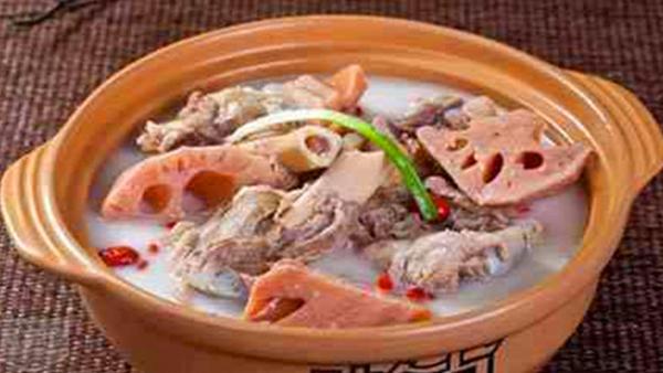 成都养老院经验分享:冬季老年人的养生汤(三)桑葚牛骨汤