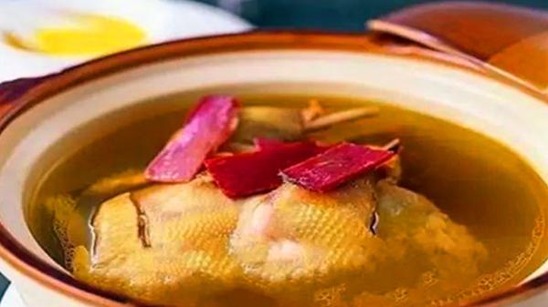 成都养老院经验分享:冬季老年人的养生汤(四)阿胶鸡汤
