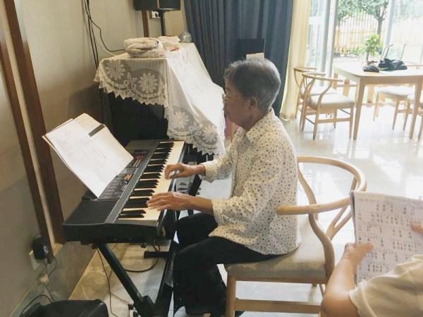 成都养老院|一暄康养红歌大比拼即将开始啦!|弹钢琴