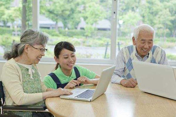"""就""""启动老年就业市场""""的建议映射出养老问题3"""