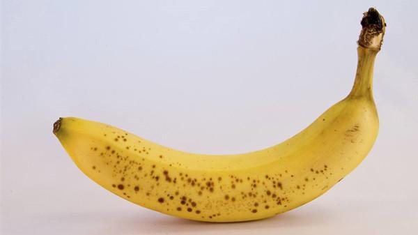 香蕉表皮有黑点后还能不能吃?成都金牛区养老院一暄康养为您解惑1(2)