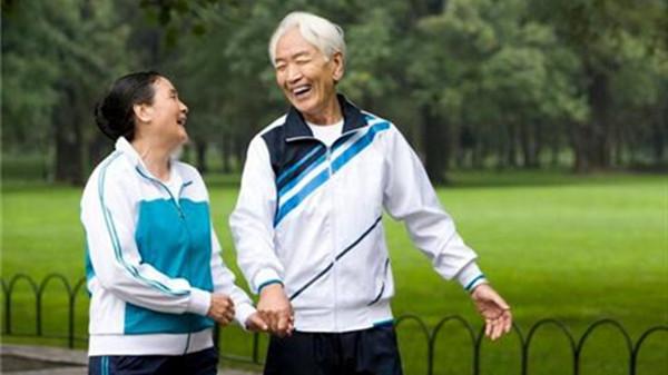 成都好的养老院一暄康养推荐适合老人娱乐的保健运动-散步