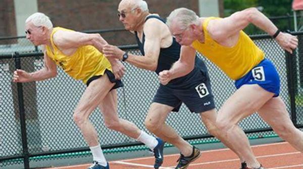 成都好的养老院一暄康养推荐适合老人娱乐的保健运动-跑步