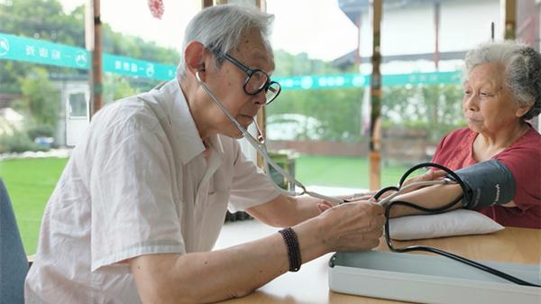 血压计你会用吗?成都养老院一暄康养这样用(三)1